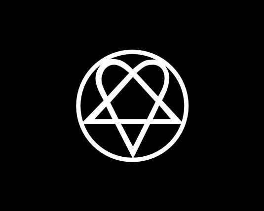 """Una versión modificada del pentagrama, el """"corazóngrama"""" es un símbolo popular entre las subculturas góticas."""