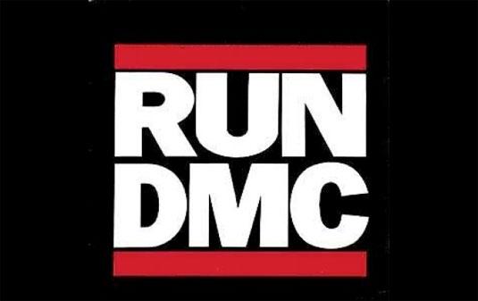 El famoso logo es una de los logos de bandas que han sido mostradas en zapatillas Adidas.